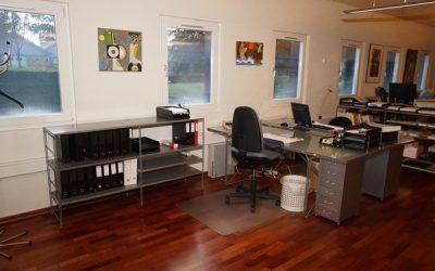 Lej et skrivebord i et kontorfællesskab centralt i Herning